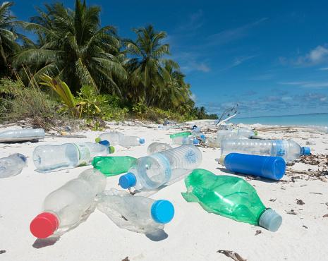 Asia「Plastic washed up on tropical island」:スマホ壁紙(7)