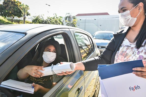 Receiving「Medical and Nursing School Graduates from Faseh University Receive their Diplomas Via Drive-Thru Amidst the Coronavirus (COVID - 19) Pandemic」:写真・画像(7)[壁紙.com]