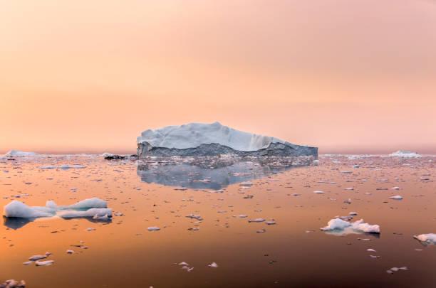 Iceberg on beautiful sea in the sunset:スマホ壁紙(壁紙.com)
