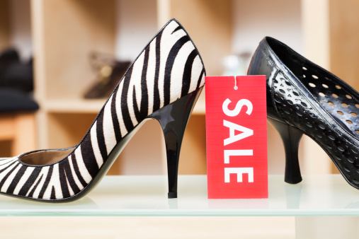 Shoe Store「High Heels Shoes Retail Store Display with Sale Sign Hz」:スマホ壁紙(18)