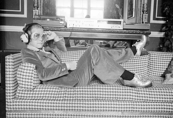 Listening「Elton John」:写真・画像(7)[壁紙.com]