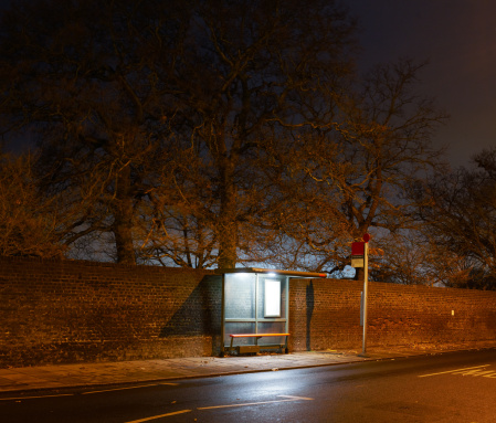 Roadside「Bus stop at night in London.」:スマホ壁紙(0)