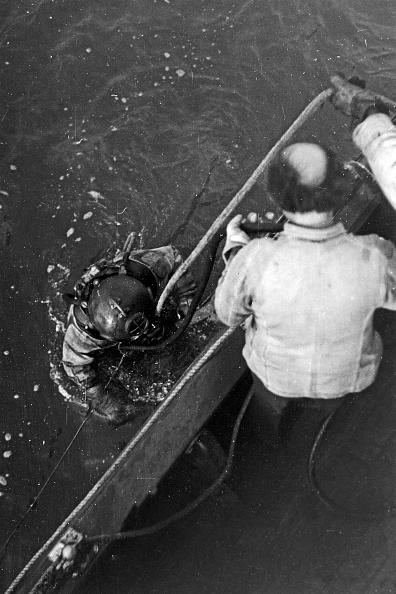 Appearance「Buoy Divers In Emden」:写真・画像(4)[壁紙.com]