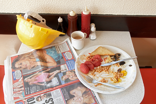 Condiment「Builder's cafe with full breakfast on table.」:写真・画像(9)[壁紙.com]