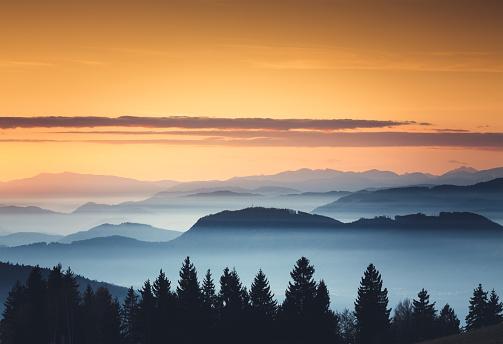 Dramatic Landscape「Foggy Sunset」:スマホ壁紙(14)