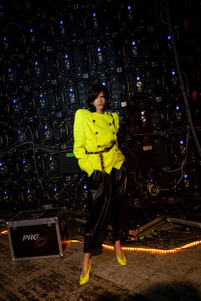 Yellow「Balmain : Photo Shoot - Paris Fashion Week Womenswear Fall/Winter 2021/2022」:写真・画像(8)[壁紙.com]