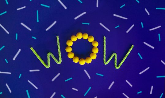 """Teenager「The word """"WOW"""" centered on the page made with green neon pipe cleaners and yellow pom poms on a purple background with dashes of different sizes.」:スマホ壁紙(15)"""