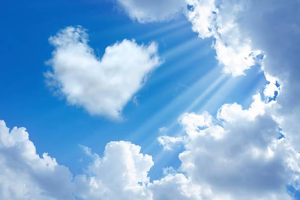 heart in sky:スマホ壁紙(壁紙.com)