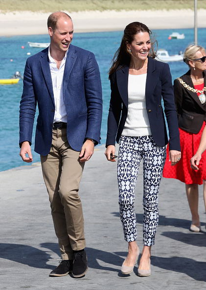 Two People「The Duke And Duchess Of Cambridge Visit The Isles Of Scilly」:写真・画像(12)[壁紙.com]