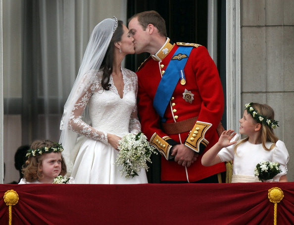 Alexander McQueen - Designer Label「Royal Wedding - The Newlyweds Greet Wellwishers From The Buckingham Palace Balcony」:写真・画像(0)[壁紙.com]