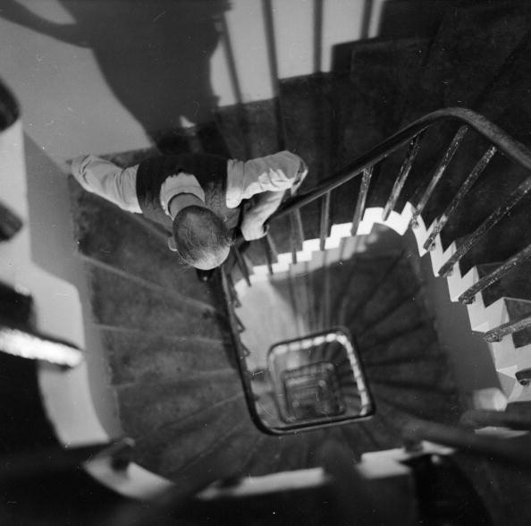 Square - Composition「Spiral Staircase」:写真・画像(2)[壁紙.com]