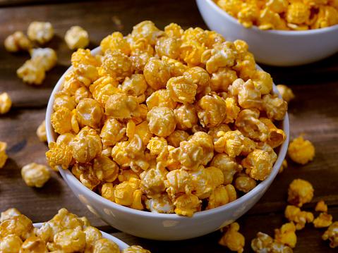 Crunchy「Chicago Style Popcorn, Caramel and Cheddar Mix」:スマホ壁紙(9)