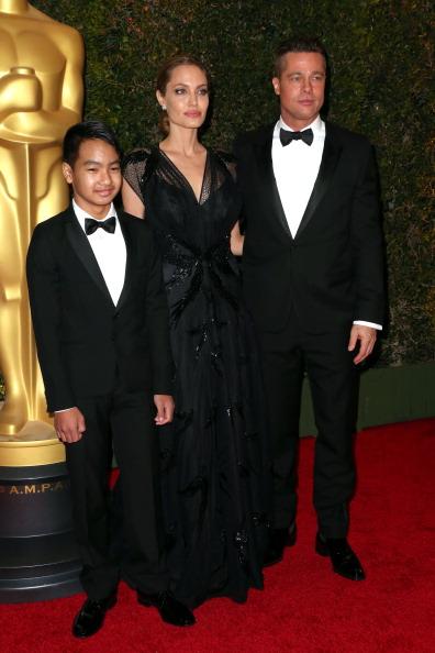 アンジェリーナ・ジョリー「Academy Of Motion Picture Arts And Sciences' Governors Awards - Arrivals」:写真・画像(11)[壁紙.com]