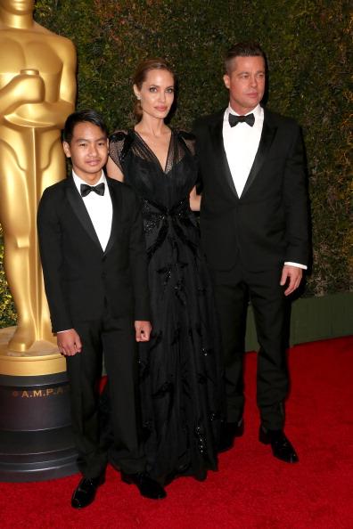 アンジェリーナ・ジョリー「Academy Of Motion Picture Arts And Sciences' Governors Awards - Arrivals」:写真・画像(15)[壁紙.com]