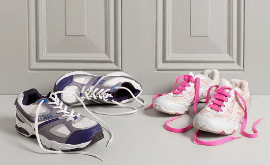 Running「His and Her Trainers on doorstep」:スマホ壁紙(18)