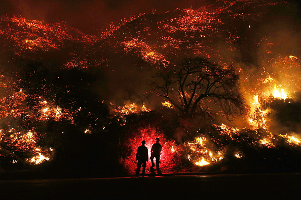 Fire - Natural Phenomenon「Southern California Wildfires Forces Thousands to Evacuate」:写真・画像(7)[壁紙.com]