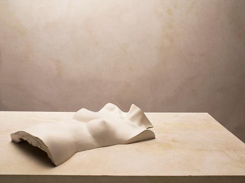Girly「Plaster bust of female torso lying on a table, warm  lighting」:スマホ壁紙(2)