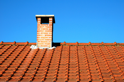 Bungalow「Chimney and orange clay tiles against a blue sky」:スマホ壁紙(13)