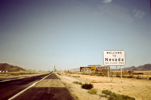 1980-1989「Sign board of 'welcome to Nevada' on road」:スマホ壁紙(13)
