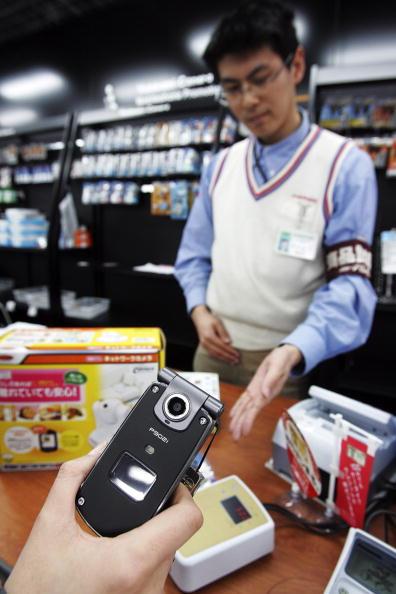 Credit Card Purchase「Mobile Wallet Used In Japan」:写真・画像(1)[壁紙.com]