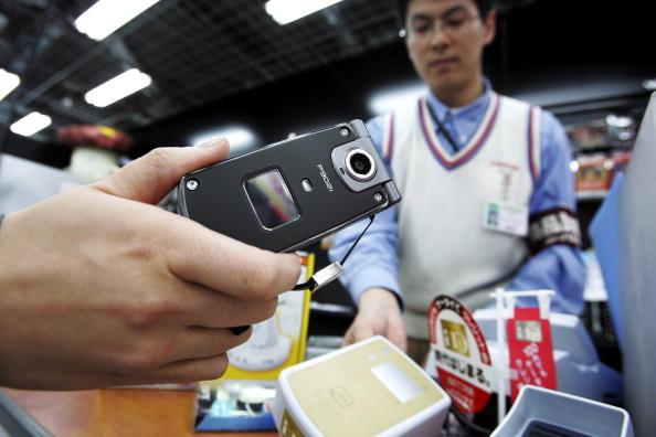 Credit Card Purchase「Mobile Wallet Used In Japan」:写真・画像(3)[壁紙.com]