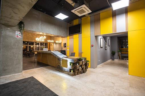 New Business「Entrance hallway of modern bar」:スマホ壁紙(0)