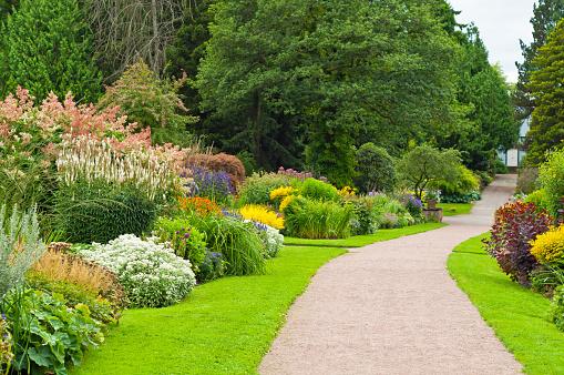 Gravel「Lovely garden with footpath.」:スマホ壁紙(0)