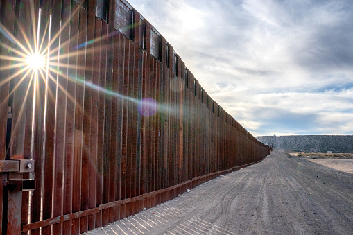 Mexico「The United States Mexico International Border Wall between Sunland Park New Mexico and Puerto Anapra, Chihuahua Mexico」:スマホ壁紙(6)