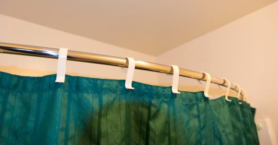 Motel「Shower curtain in a Motel Room」:スマホ壁紙(2)