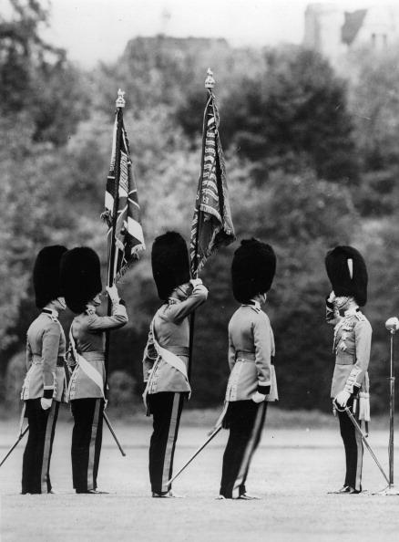 Rug「King Georg VI. of England during a flag handover in London. Photograph. About 1937. (Photo by Imagno/Getty Images) König Georg VI. von England bei einer Fahnenübergabe. London. Photographie. Um 1937.」:写真・画像(1)[壁紙.com]