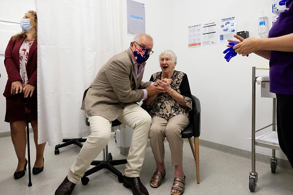 Best shot「Australian Prime Minister Scott Morrison Receives Pfizer Covid-19 Vaccination」:写真・画像(2)[壁紙.com]