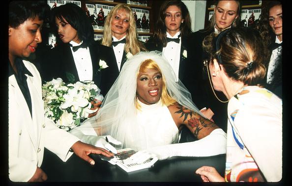 Wedding Dress「Dennis Rodman At Book Signing」:写真・画像(9)[壁紙.com]