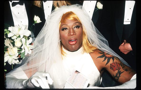 Wedding Dress「Dennis Rodman At Book Signing」:写真・画像(19)[壁紙.com]