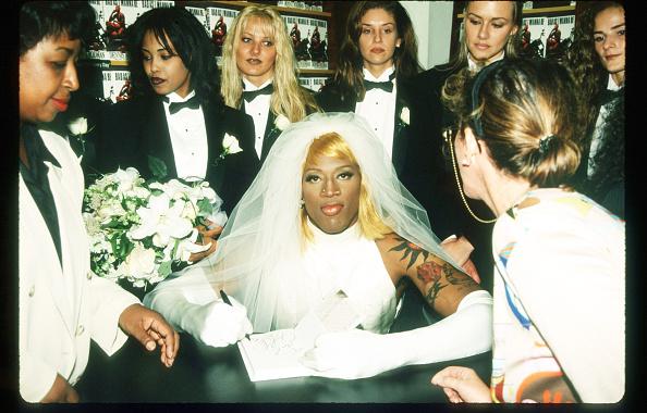 Wedding Dress「Dennis Rodman At Book Signing」:写真・画像(2)[壁紙.com]