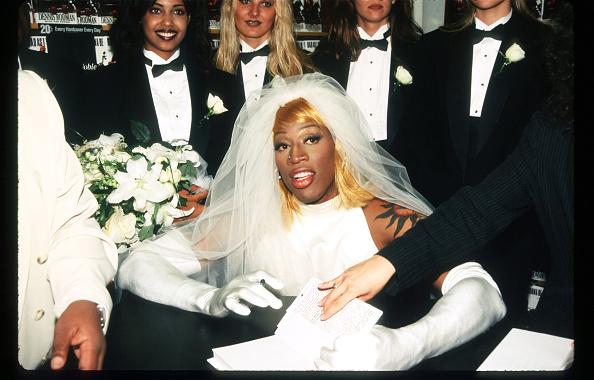Wedding Dress「Dennis Rodman At Book Signing」:写真・画像(3)[壁紙.com]