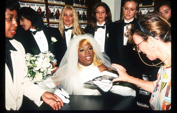 Wedding Dress「Dennis Rodman At Book Signing」:写真・画像(14)[壁紙.com]