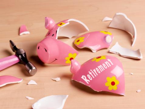 Uncertainty「Broken piggy bank, studio shot」:スマホ壁紙(19)