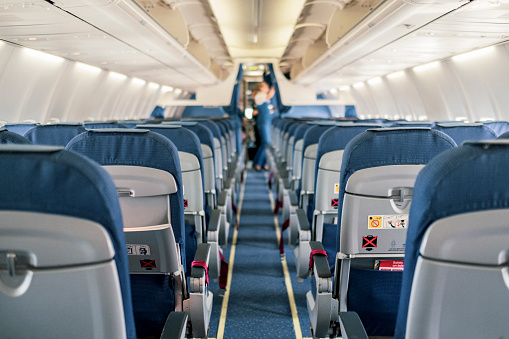 Commercial Airplane「Empty Airplane Cabin Interior」:スマホ壁紙(11)