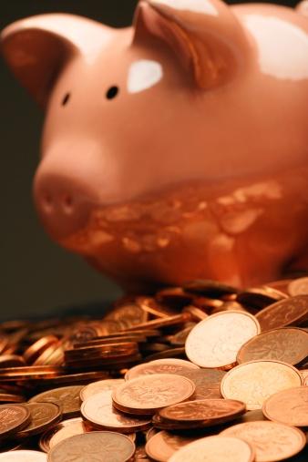 Inexpensive「Piggy bank and coins」:スマホ壁紙(12)
