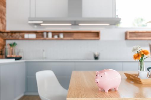 ピンク色「キッチンカウンターで貯金箱-住宅の財政」:スマホ壁紙(18)