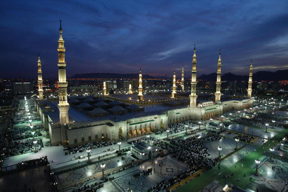Spirituality「Pilgrims Attend Prayers In Medina」:写真・画像(8)[壁紙.com]