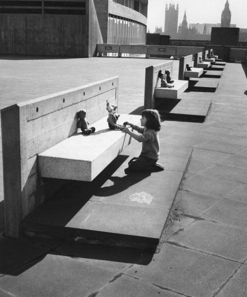 Bench「Child At play」:写真・画像(3)[壁紙.com]