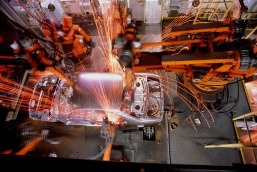 Emitting「Car assembly line, robotic welding on car body, overhead view」:スマホ壁紙(17)