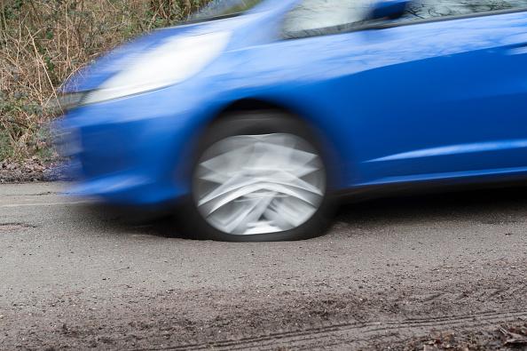 Wheel「Pot Holes In Road Surface 2017.」:写真・画像(14)[壁紙.com]