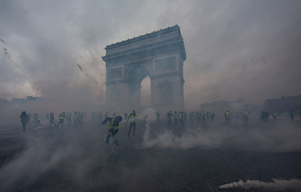 Paris - France「France's 'Yellow Vest' Protesters Return to Champs-Elysees」:写真・画像(14)[壁紙.com]