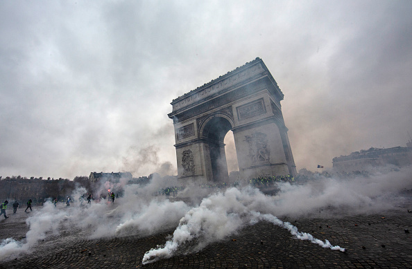 Paris - France「France's 'Yellow Vest' Protesters Return to Champs-Elysees」:写真・画像(7)[壁紙.com]