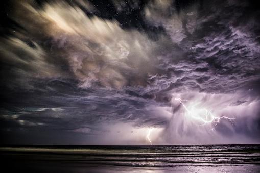 Queensland「Lightning Storm over ocean, Gold Coast, Queensland, Australia」:スマホ壁紙(4)