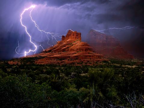 Sedona「Lightning storm over Bell Rock, Arizona, America, USA」:スマホ壁紙(4)