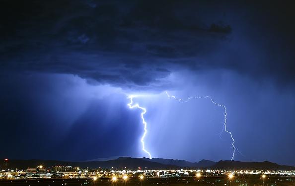 Storm「Strong Thunderstorms Hit Las Vegas」:写真・画像(0)[壁紙.com]