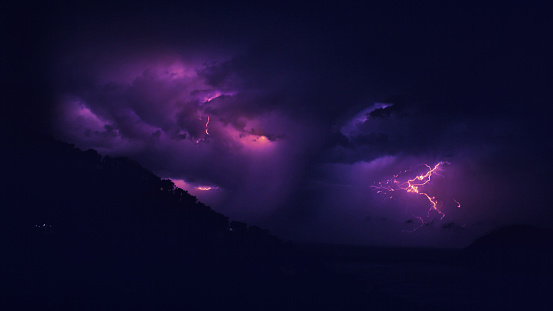Mountain Climbing「Lightning storm at night.」:スマホ壁紙(19)